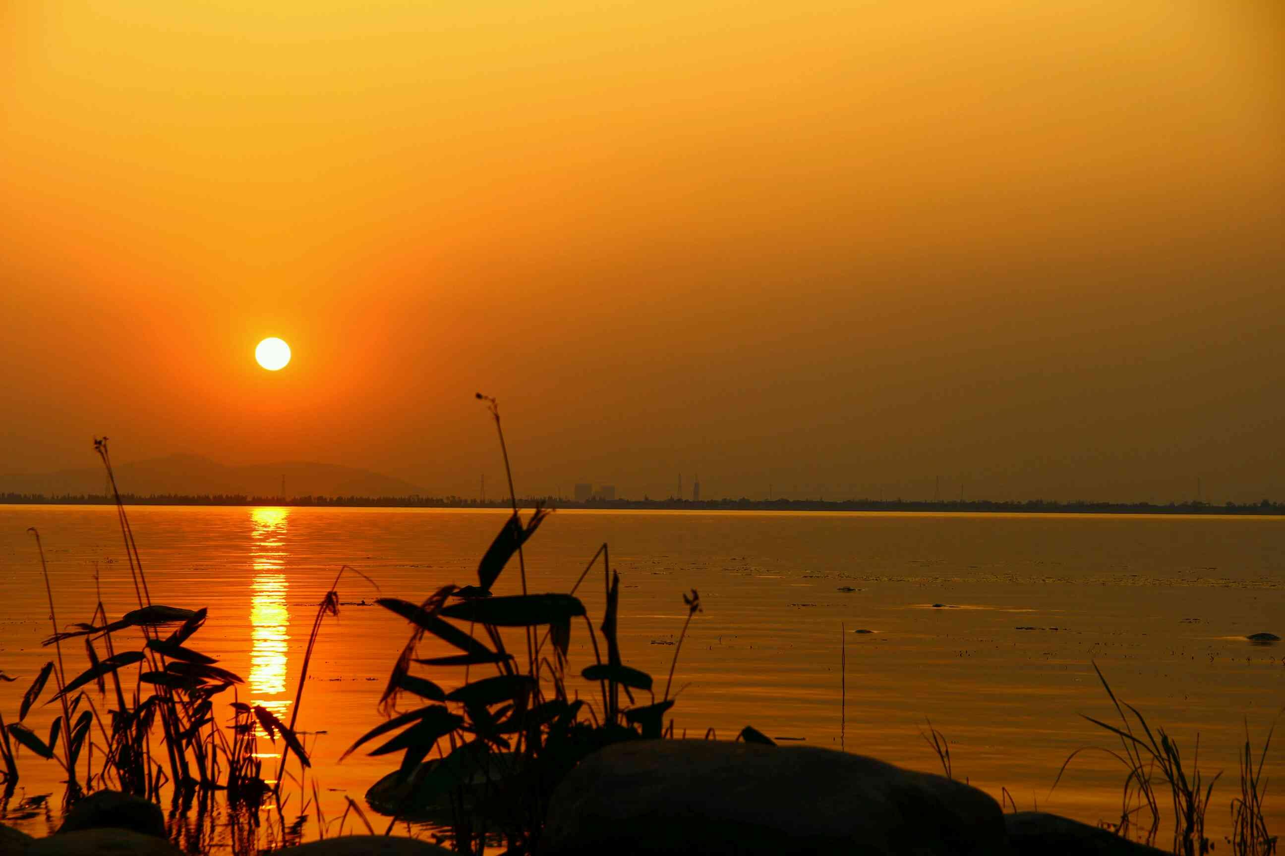 前天东太湖拍了几张夕阳图片