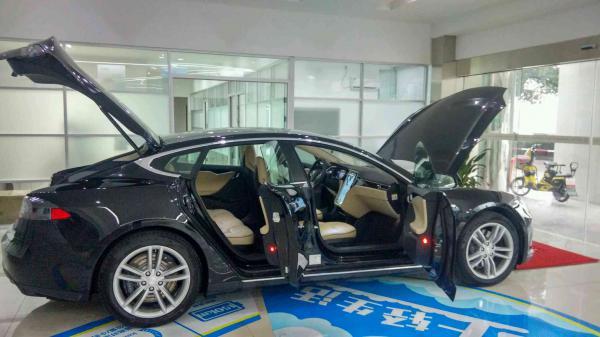 新能源汽车 众泰云100,芝麻E30,特斯拉高清图片