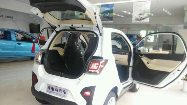 新能源汽车销售众泰云100S芝麻E30,诚招加盟代理商高清图片